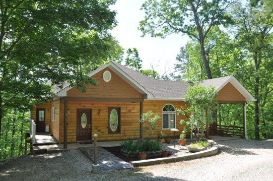 Ridge Runner Retreat - Ridge Runner Retreat – Lovely Log Rental Less than 10 Minutes from Fontana Lake with Wi-Fi, Hot Tub, and 2 Gas Fireplaces - Bryson City - rentals
