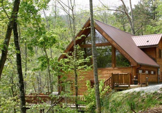 White Tail Hollow - Spacious, Romantic, and Comfortable. Wi-Fi and Outdoor Hot Tub. Rafting and Fontana Lake are Minutes Away. - Image 1 - Bryson City - rentals