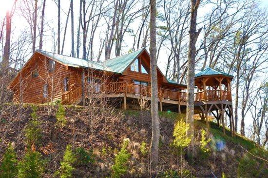 Shooting Star Ridge is Just Minutes to Harrahs Cherokee Casino - Shooting Star Ridge – Incredible View from a Gorgeous Cabin with Hot Tub, Fire Pit, and Wi-Fi -- Close to Rafting, the Casino, Fishing, Waterfalls, and the Tourist Train - Dillsboro - rentals
