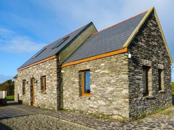 CORR AN DROMA family-friendly, sea views, multi-fuel stove in Schull Ref 29301 - Image 1 - Schull - rentals
