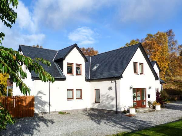 AN TORR, en-suite facilities, WiFi, private orchard, spacious cottage in Newtonmore, Ref. 906812 - Image 1 - Newtonmore - rentals