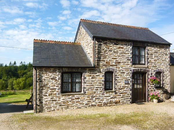 TOFFEE'S BARN, Victorian barn conversion, WiFi, wonderful base for walking, near Callington, Ref 918087 - Image 1 - Callington - rentals