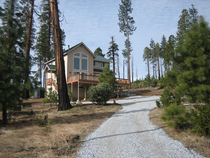 As you arrive - Extremely rare views - see Half Dome from your bed - Yosemite National Park - rentals