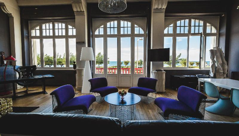 Amazing views from every corner of the living room - Enjoy Sweeping views of the Biarritz Main Beach - Biarritz - rentals