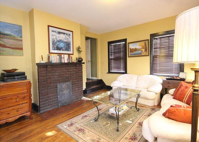 Country Flavor Right In Asheville. Pet Friendly, WiFi and close to Biltmore. - Image 1 - Asheville - rentals
