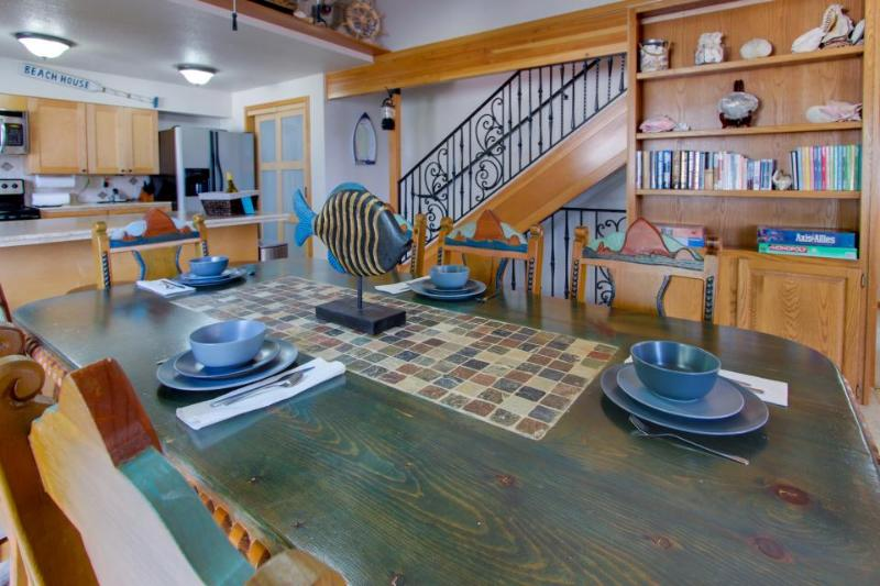 Ocean views, game room, space for 8 - Image 1 - Cannon Beach - rentals