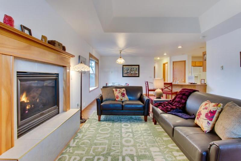 Dog-friendly, chic coastal escape only blocks from the park! - Image 1 - Seaside - rentals
