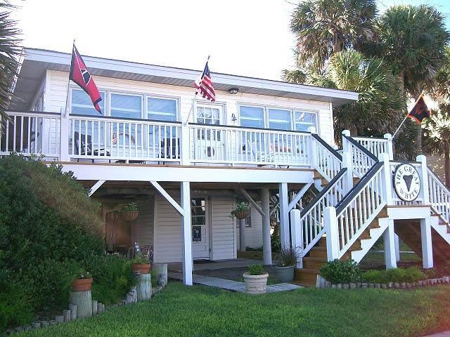 "503 Palmetto Blvd. - ""The Great White"" - Image 1 - Edisto Beach - rentals"