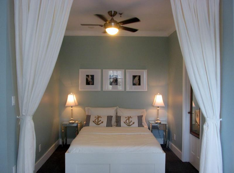 OCEAN BREEZE LUXE STUDIO WITH PARKING BY THE BEACH - Image 1 - Miami Beach - rentals