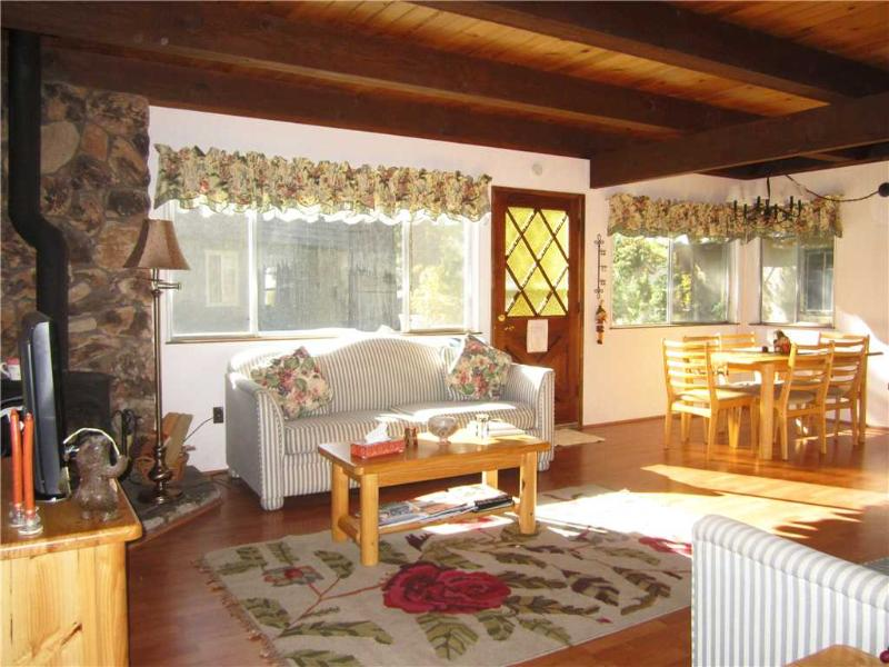 Cozy Tahoe Cabin steps away from Meadows, Hiking and Bike Trails (ST25) - Image 1 - South Lake Tahoe - rentals