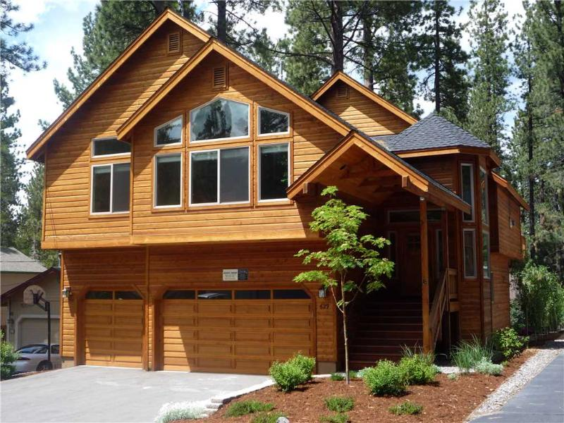 Luxury Tahoe Cabin in a Great Location with Private Hot Tub and Game Room (ST34) - Image 1 - South Lake Tahoe - rentals