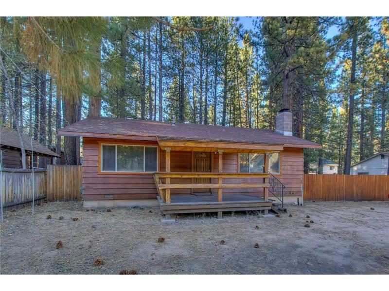 Charming Cozy Cabin Large Fenced Backyard with a Wood Burning Fireplace (ST59) - Image 1 - South Lake Tahoe - rentals