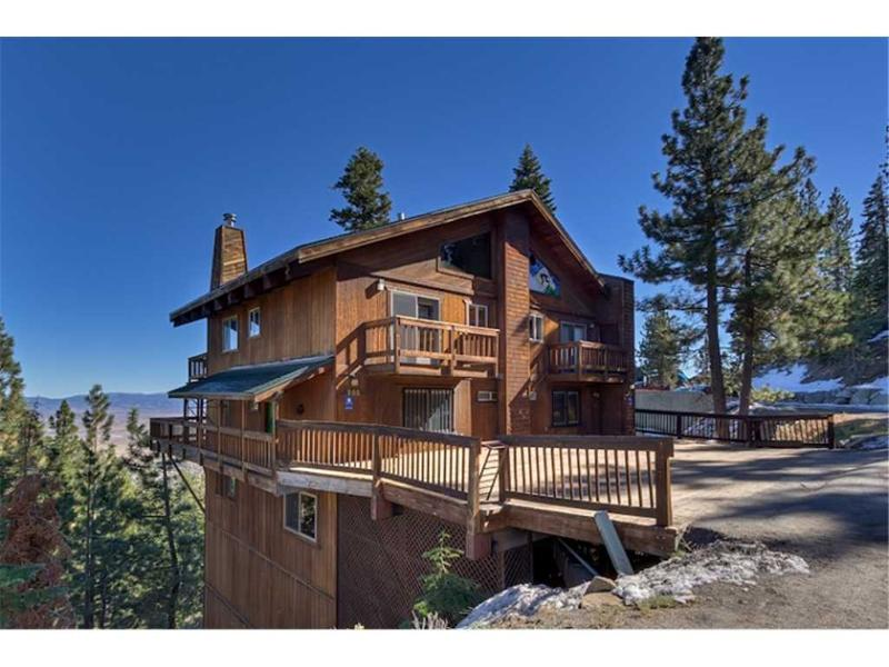 Newly Remodeled Luxury Home with Stunning Views of the Carson Valley (UK27A) - Image 1 - Stateline - rentals