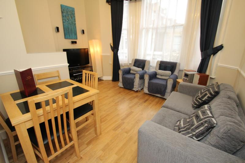 West Kensington One Bedroom Balcony Apartment - Image 1 - London - rentals