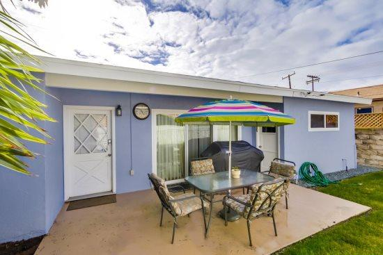 Lovely, quiet back patio to sit and enjoy your coffee, tea, or just relax - Anthony's Abode - Pacific Beach - rentals