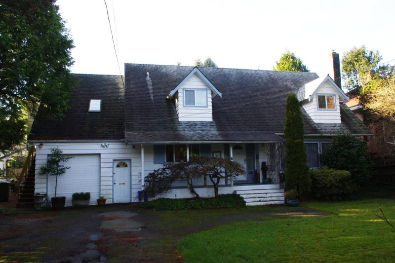 House Front Winter - Spacious 4 bedroom 3 bathrooms  with the amenities - Richmond - rentals