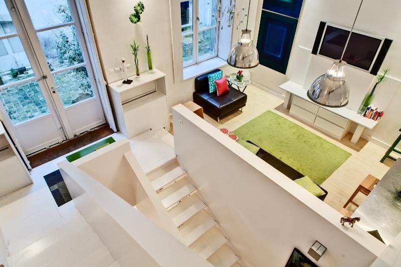 MARAIS TRIPLEX DESIGN : 3 Bedrooms 3 Bathrooms - Image 1 - Paris - rentals