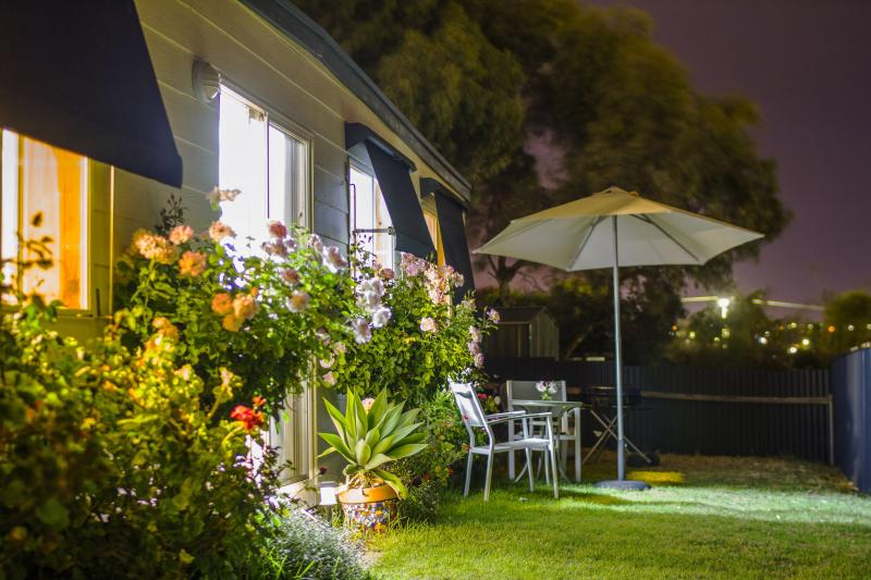 Holiday Cottage by night - Moana Beach Sunset Holiday Accommodation - Moana - rentals