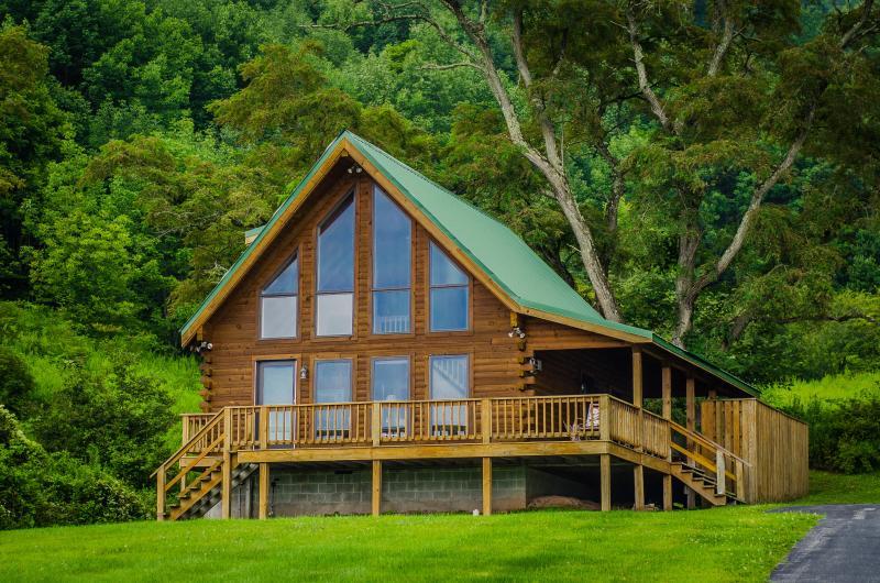 Luxurious Log Cabin - 3 Bedroom / 2 Bath - Image 1 - Canaan Valley - rentals