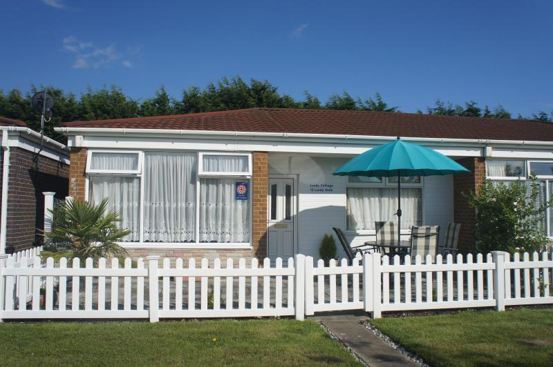 Holiday cottage near the waterfront. 4 star exceptional quality and cleanliness. - Lundy Cottage - Eastbourne - rentals
