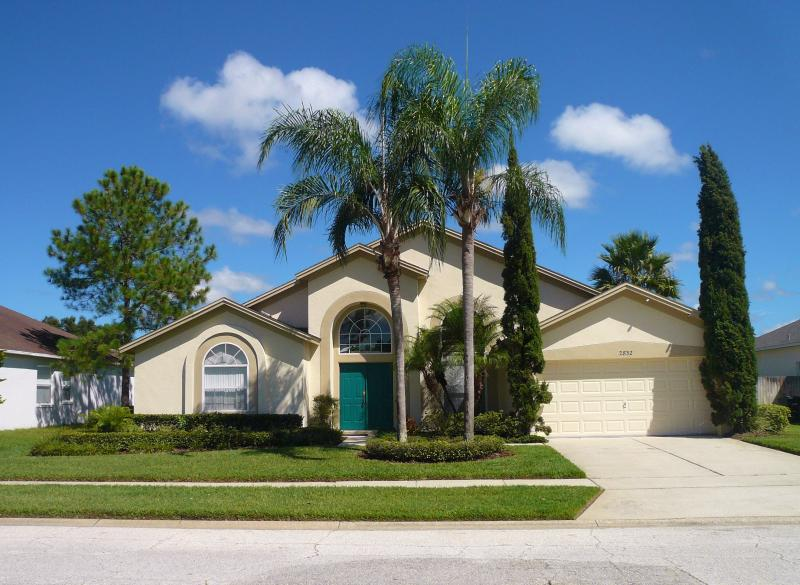 Villa Front View  2,5 miles t Disney - Four BR Disney 3mi  Secluded Pool HDTV WII PS2 - Kissimmee - rentals