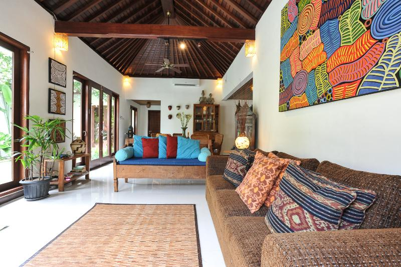 LIGHT AND AIRY FULLY AIR CONDITIONED 3 BEDROOM VILLA - VILLA PUTI QUIET 3 BDRMS POOL 250 MTRS FROM BEACH - Sanur - rentals