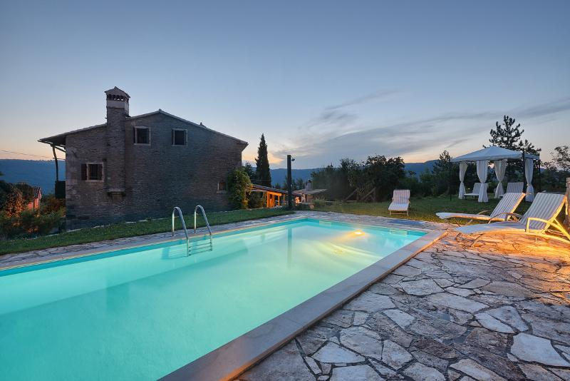 The pool is yours on the exclusive basis,surroundings over 25 acres too - OLD STONE HOUSE ,PRIVATE POOL ,PERFECT RETREAT - Buzet - rentals