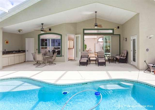 You'll love the lanai, plenty of seting for everyone! - Roxland Paradise House with Pool and HDTV - Palm Coast - rentals