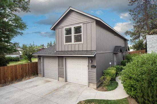 Centrally located Heyburn 2.  3 bed/2 ba upstairs unit. - Bend Centrally located. 3 BR, 2 BA. Upstairs unit. Heyburn Street #2 - Bend - rentals
