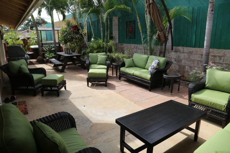 Relax on your private lanai surrounded by the beautiful garden. Seating for 8. - South Maui 4 bdrm close to beaches, restaurants - Kihei - rentals