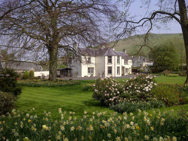 Glebe House in spring - Glebe House self catering Holiday Home Scotland - Kelso - rentals