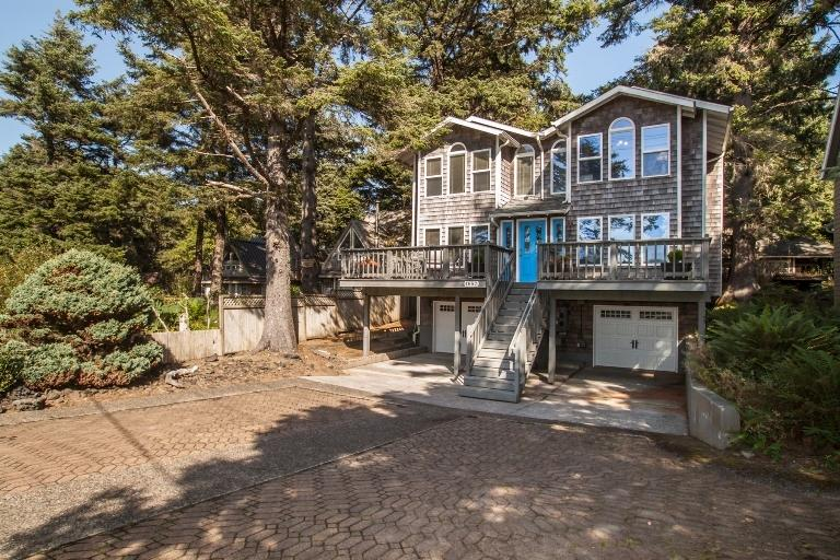 Front of the House - Twin Peeks - Cannon Beach - rentals