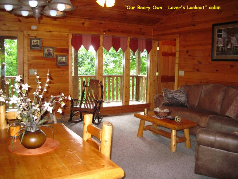 Living area toward upper deck - Luxury on a Budget VPrivate Cabin Cpls / Sm Family - Gatlinburg - rentals