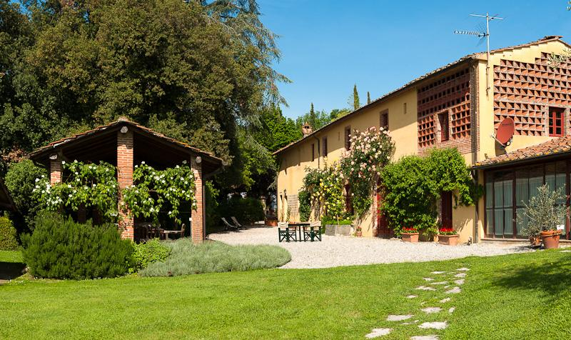 Farmhouse on a Wine Estate Near Lucca for a Group of Friends or Large Family - Casa Matilda - Image 1 - San Pietro a Marcigliano - rentals