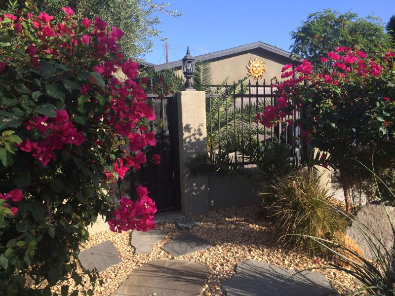 Front gate entrance - Studio, Best Location,GroundLevel, WIFI, Pets OK - La Quinta - rentals