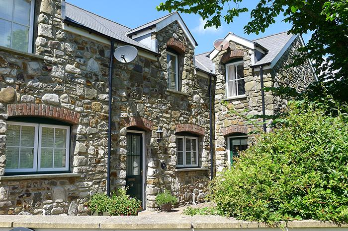 Pet Friendly Holiday Cottage - Hazelbrook Cottage, Amroth - Image 1 - Amroth - rentals