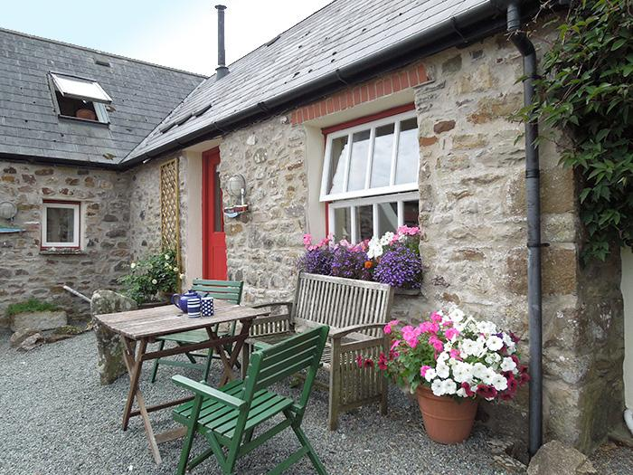 Pet Friendly Holiday Cottage - Sands Cottage, Talbenny Hall, Little Haven - Image 1 - Little Haven - rentals