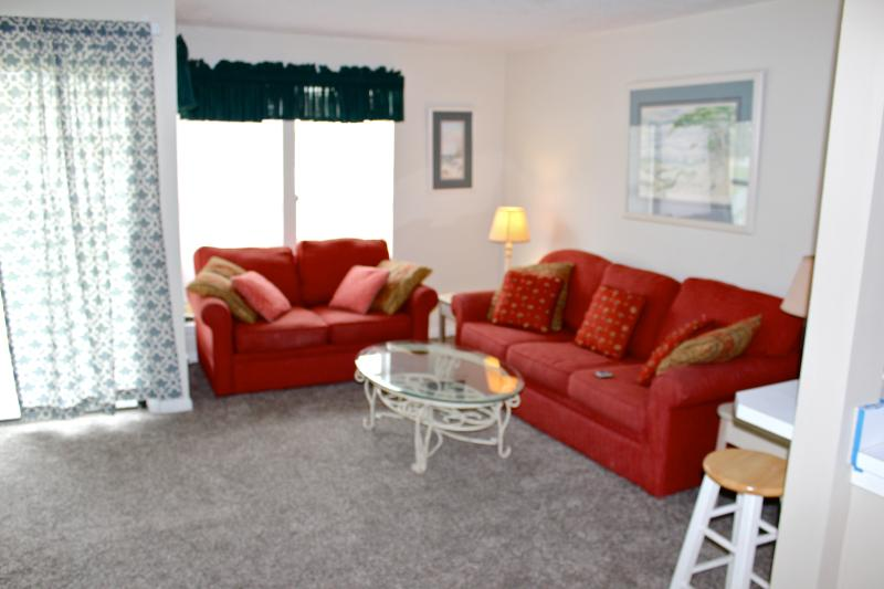 Condo's den has sleeper sofa and a love seat. - Destin Studio efficieny Condo:Short Walk to Beach! - Destin - rentals