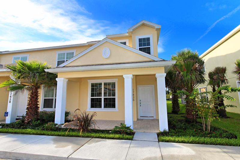 Front of Home - 3 Bed 3 Bath Pool Home + Clubhouse (17436-SEREN) - Orlando - rentals