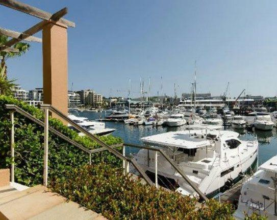 V&A WATERFRONT - 24/7 security, pool,shopping mall - Image 1 - Cape Town - rentals