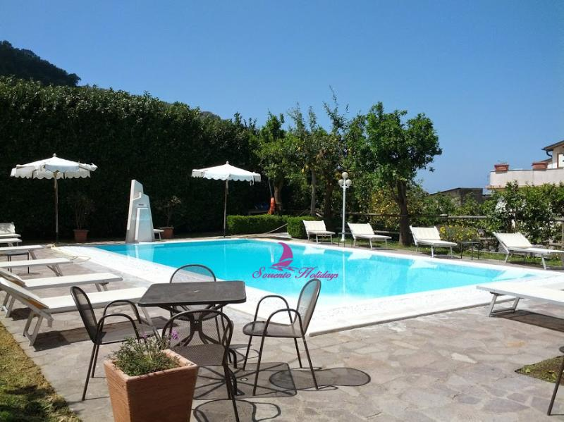 T318 - Sorrento centre with pool and garden - Image 1 - Sorrento - rentals