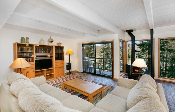 Timbe Ridge #37 Living Area With Floor to Ceiling Windows - Timber Ridge 37 - Ski in Ski out Mammoth Condo - Mammoth Lakes - rentals