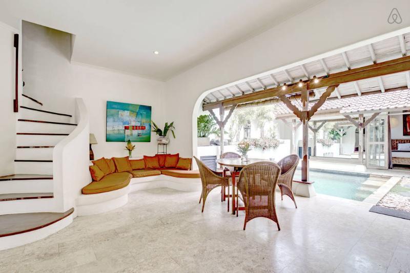 Open Living with pool - Quiet Jewel in  heart of Seminyak ,close to beach - Seminyak - rentals