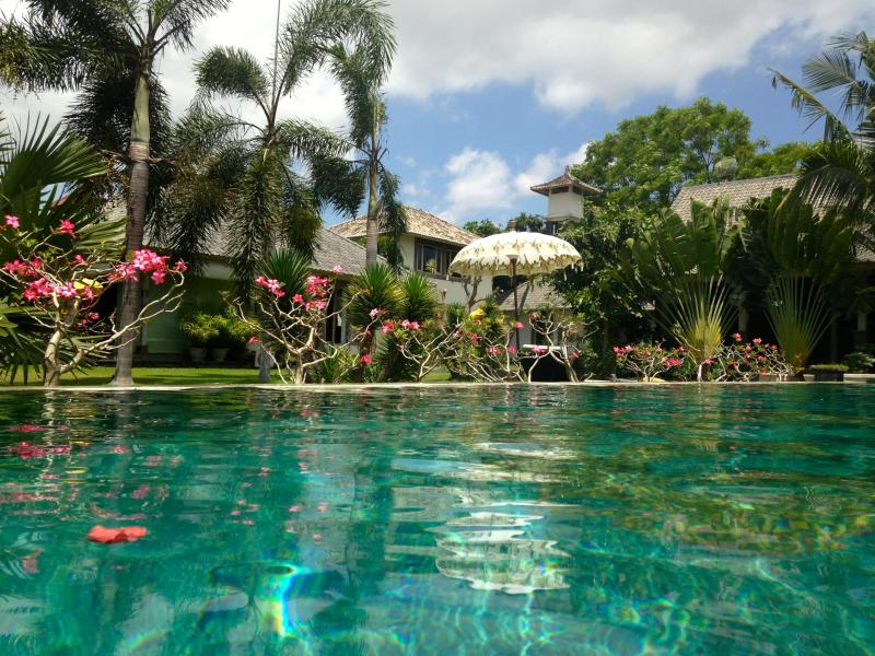 Pool and compound - Enchanting ,eclectic ,peaceful Villa in compound - Kerobokan - rentals