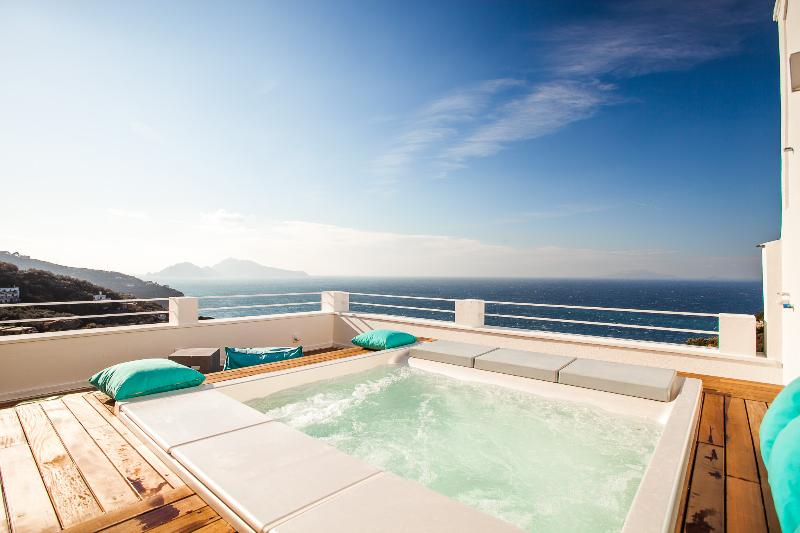 minipool and solarium with 180° panorama - Villa Recently Renovated with Amazing Sea View - Sorrento - rentals