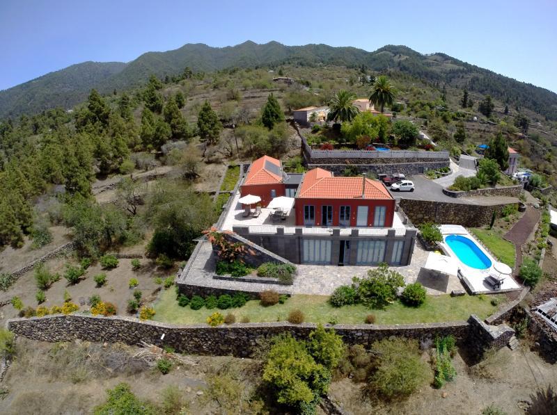 birds view of villa and pool from south west - Vacation Villa Atlantico - Tijarafe - rentals