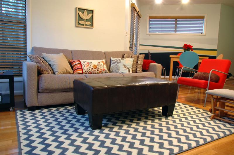 Cozy comfort with beautiful views of the bay and canal - Stylin' coastal condo-Pool, WiFi, pet/kid friendly - Kill Devil Hills - rentals
