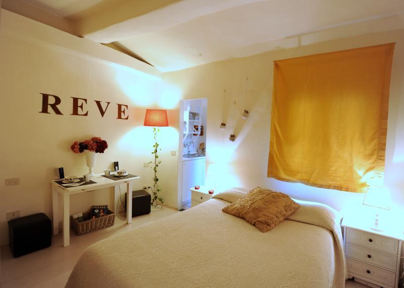 Studio Ciliegio, Santo Spirito by Acaciafirenze - Image 1 - Florence - rentals