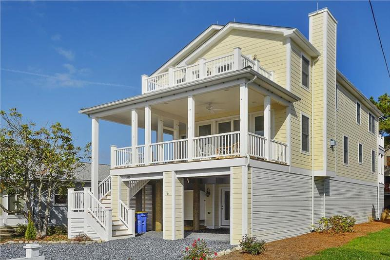 Only 1.5 blocks to the ocean, 7 bedroom home with porches - Image 1 - Bethany Beach - rentals
