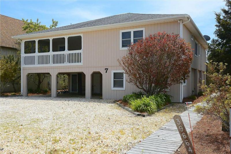 Located only 1/2 block to the private beach! - Image 1 - Cedar Neck - rentals